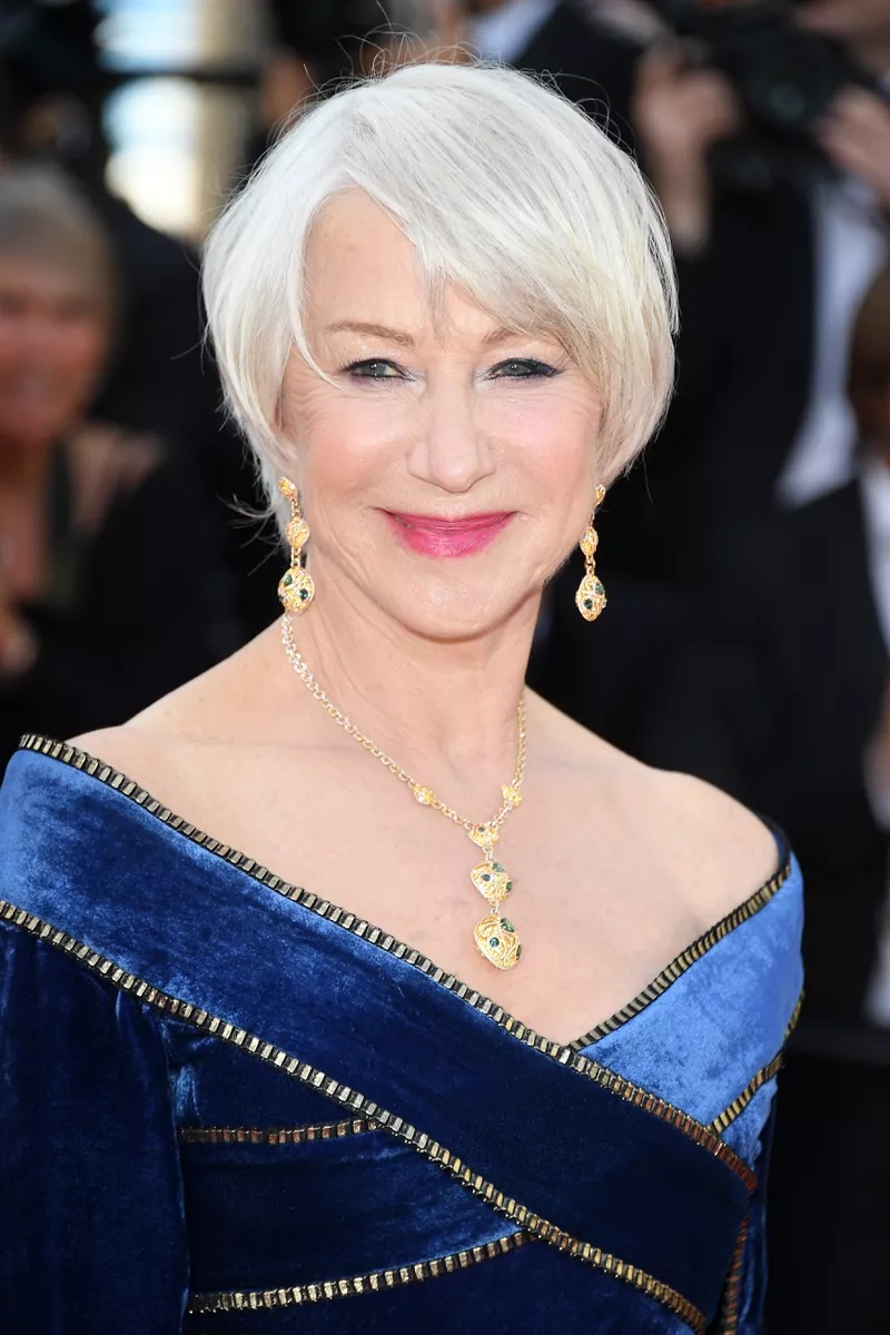 Abkürzung mit Soft Bangs Soft bangs can freshen up even the dullest of haircuts, as they add lightness and dimension all at once. If you want to accentuate your eyes like Helen Mirren, opt for a cut that sweeps downward to draw instant attention.