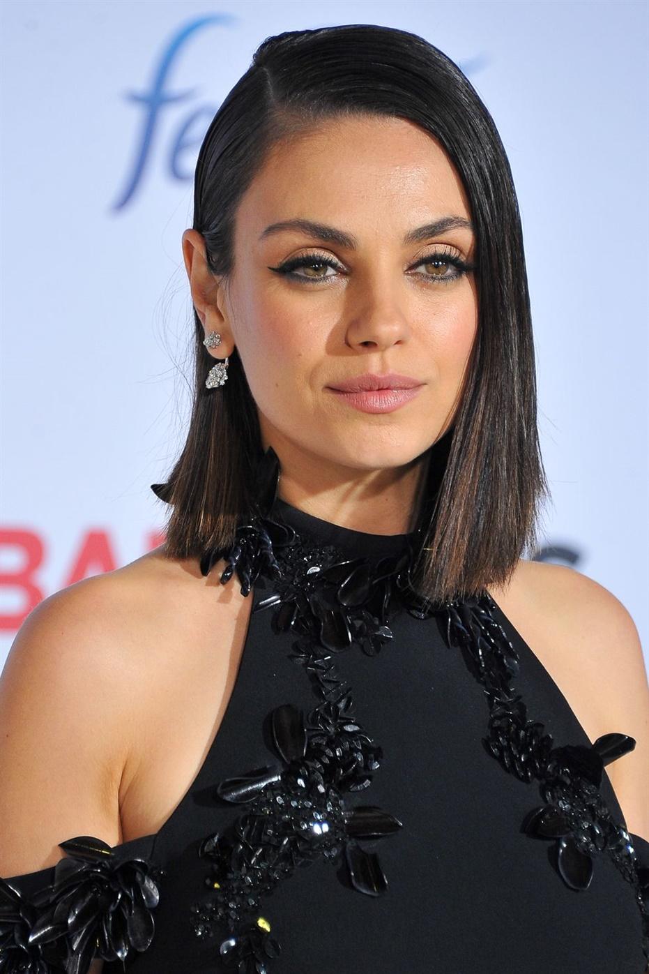 Beste Haarschnitte Frauen Straight Bob Wenn Sie einen asymmetrischen Bobschnitt haben, verwenden Sie ein Glätteisen, um einen ultraschlanken Look zu erhalten.