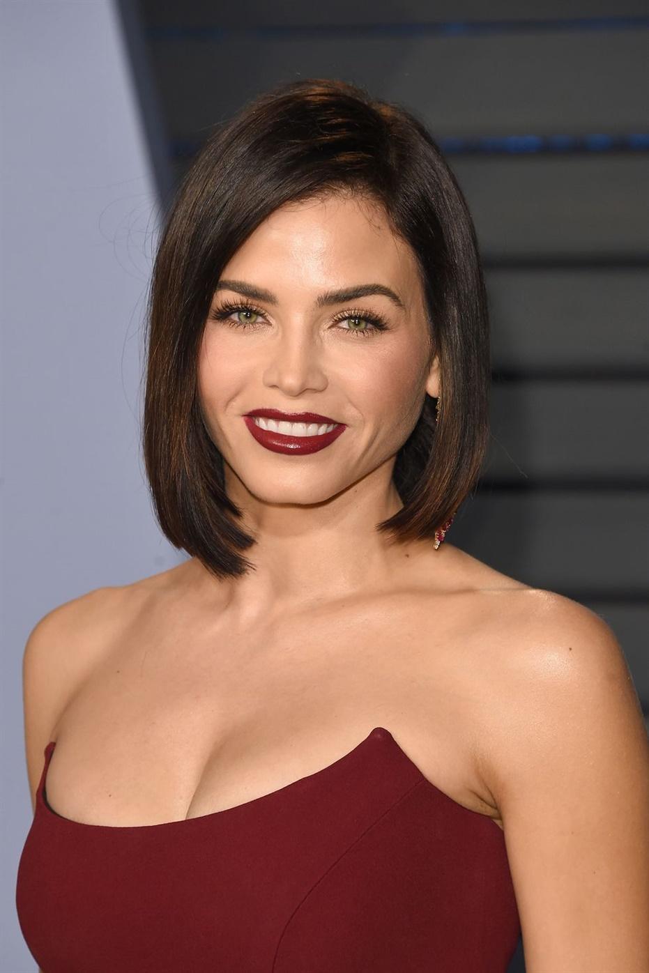 Beste Haarschnitte Frauen mit Lang Bob Wenn Sie den Lob (Long Bob) -Trend ausprobieren wollten, lieben wir Jenna Dewans elegantes Outfit.