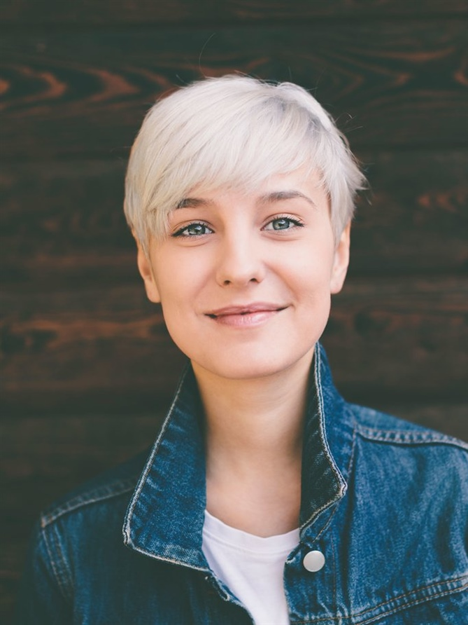 Blonde Pixie Hairstyles Winter  The big advantage of short hair: the hairstyle fits even without long hair styling sessions in the morning. If you want, you can add texture to your hair with a little spray or gel, so even stubborn hair can be tamed in no time.