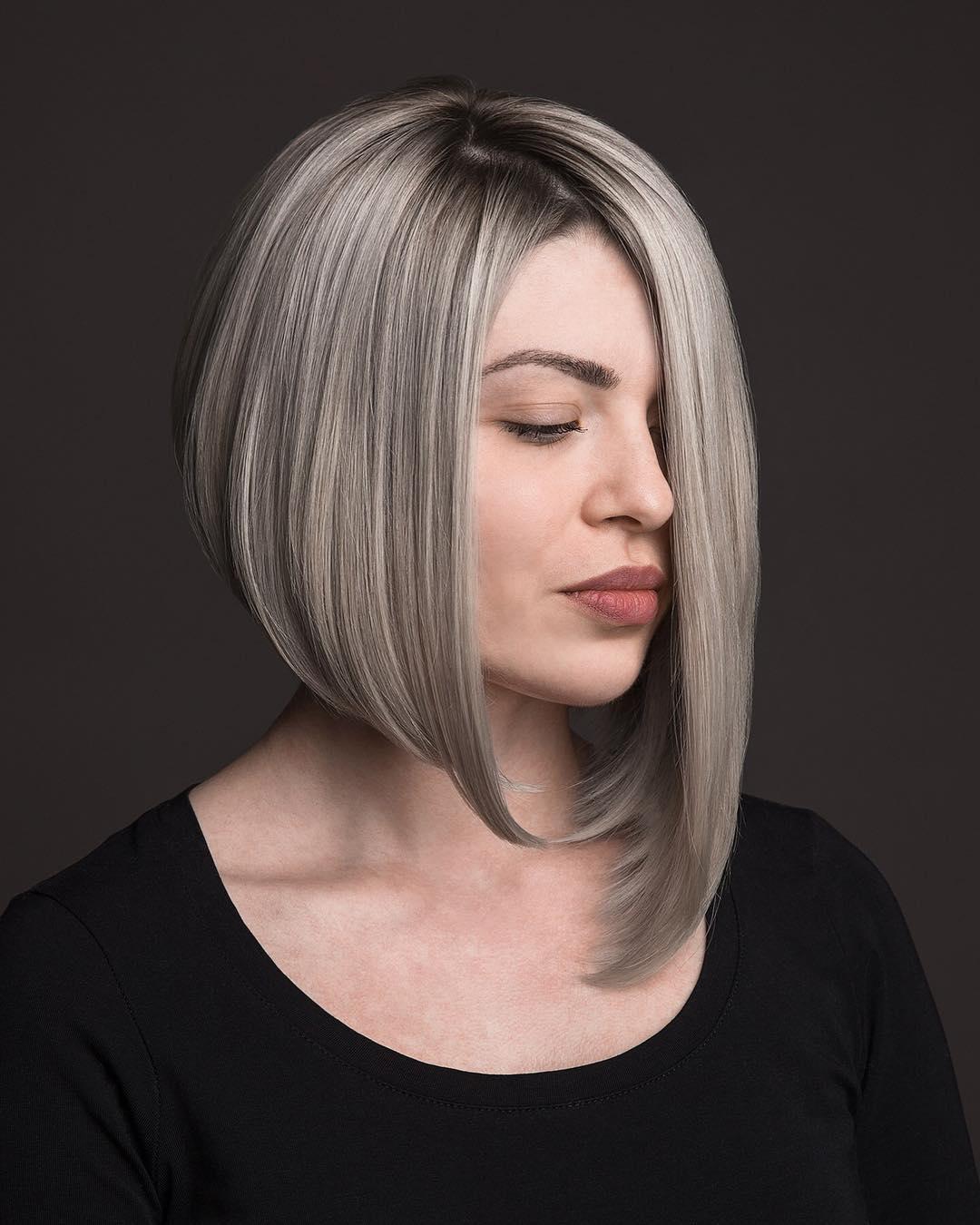 Bob Frisuren Mittellange Haare Bob Haarschnitt für mittleres Haar Das Modellieren einer kreativen Frisur für mittlere Länge ist meistens die Wahl derer, die Standardmodelle loswerden möchten. Sie verändert den Stil radikal, erfrischt das Bild, fügt Raffinesse und Eleganz hinzu. Gleichzeitig können Sie die gewünschte Länge der Stränge beibehalten. Diese Länge wird für dickes Haar empfohlen.