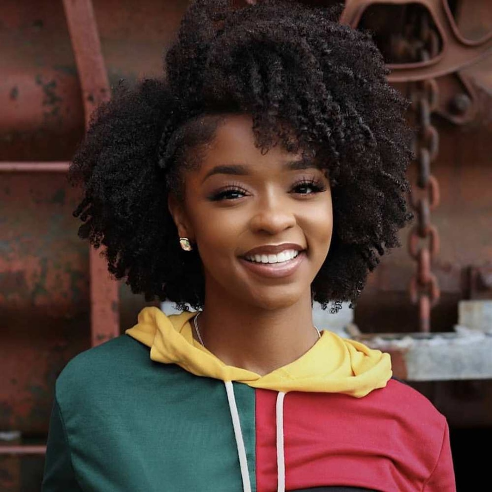 Bob Hairstyles Curly Hair An alternative way to style chin-length hair without forming a bob! Show off your natural hair with lots of fun curls!