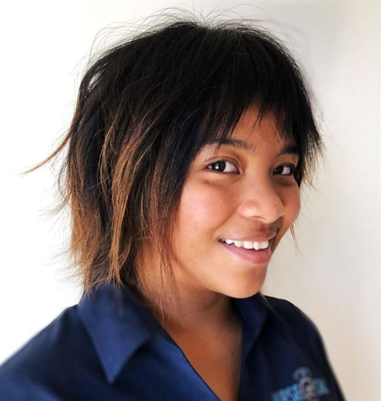 Bob Hairstyles for Black Women It is a short and disheveled cut, which releases its charm especially with ombre hair.