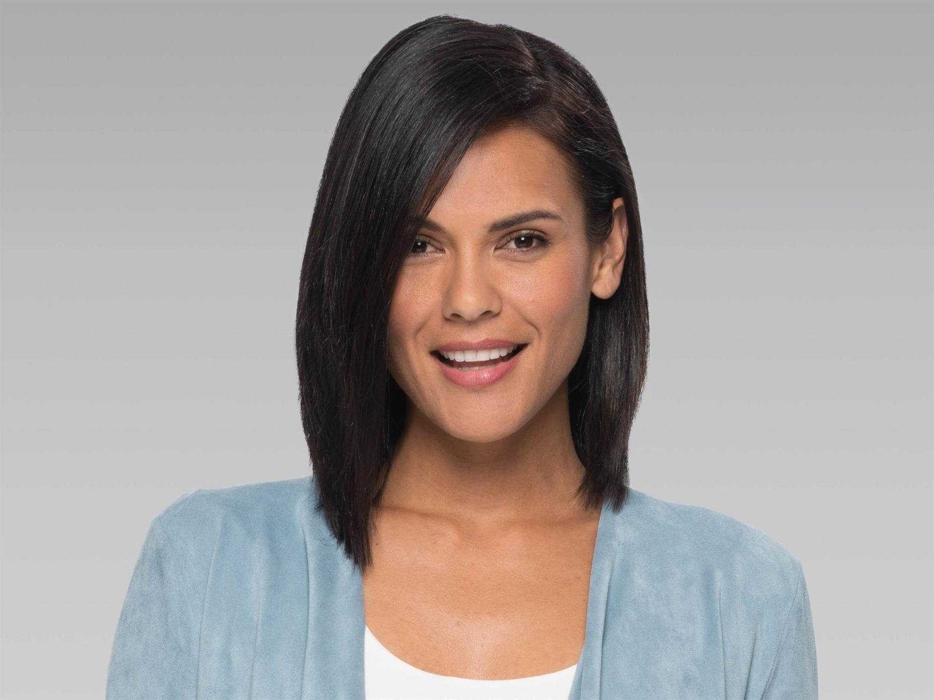 Frisuren Bob Stufig Lang Zu den Vorteilen einer Bob-Frisur gehört die Fähigkeit, Gesichtszüge zu korrigieren. Dank der Form und Technologie des Haarschnitts kann jeder Friseur die Strähnen so anordnen, dass sie die Augen betonen oder die Gesichtsform optisch verändern. Besitzer eines runden Gesichts wählen diesen Haarschnitt häufig, um ihn optisch länger zu machen.