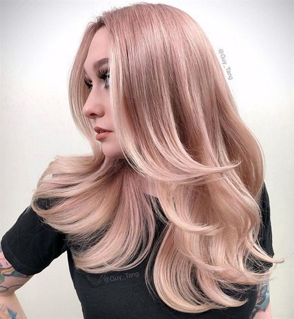 Frisuren Lange Haare Besten Stufig  Holen Sie sich den gewünschten Look, indem Sie Ihren langen Haaren Schichten und Volumen mit Locken verleihen