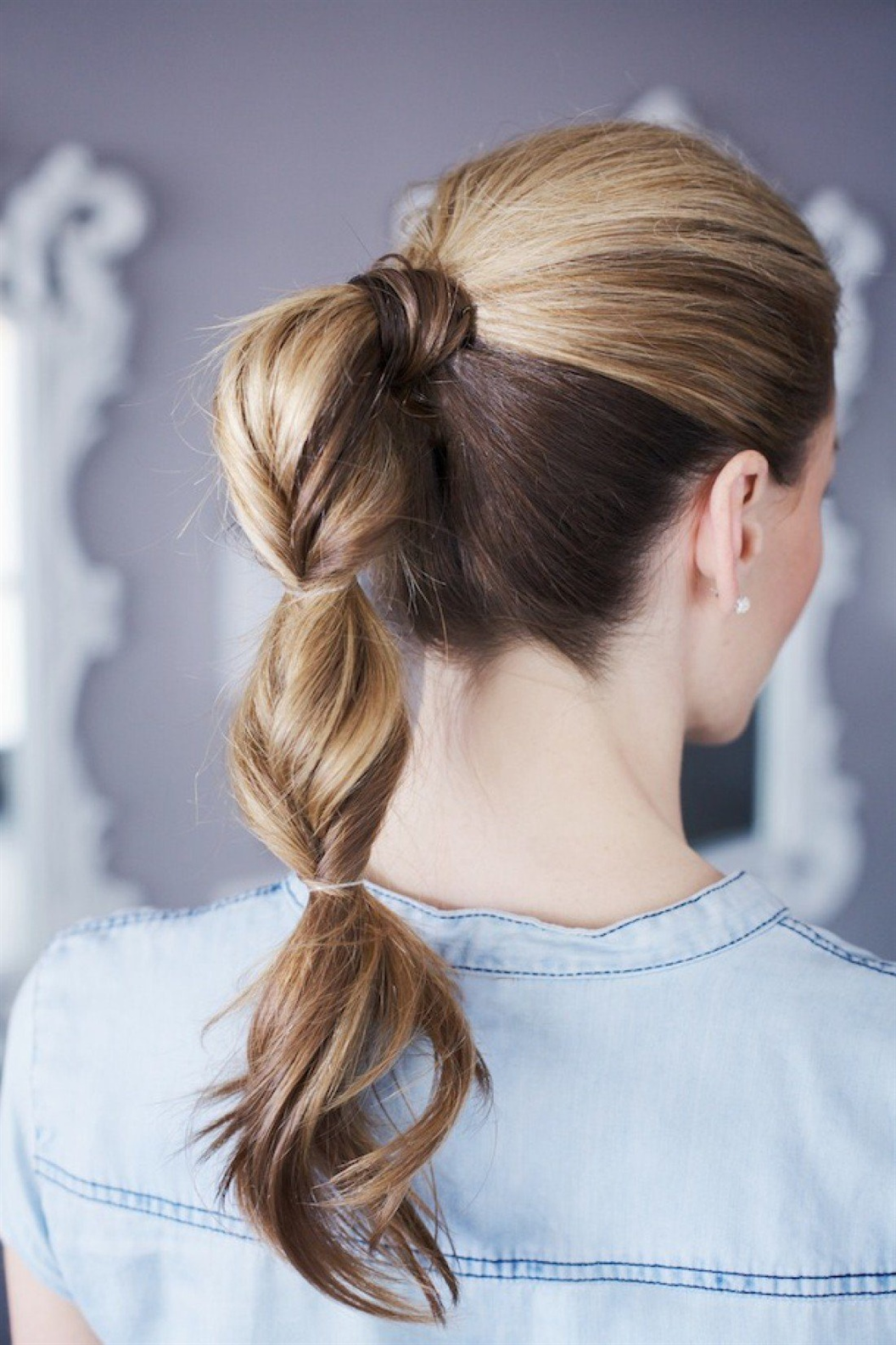 Frisuren Lange Haare Flechten  Elegante ältere Frauen mit langen Haaren werden mit engen Zöpfen gestylt, die mehrere Tage lang getragen werden können. Solche Frisuren wurden von Italienern der Renaissance getragen. Heute liegt dieser Stil wieder im Trend.