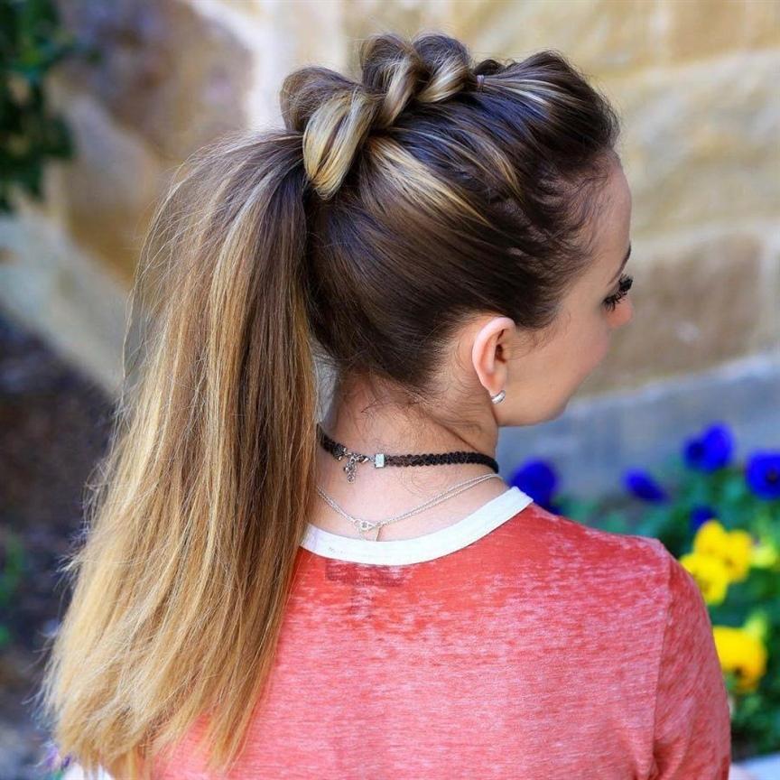 Frisuren Lange Haare Zopf  Normalerweise erhalten die meisten Besitzer von langen Haaren Frisuren mit Zöpfen, da es hier keine sehr komplizierte Technologie gibt. Wenn Sie jedoch nicht wissen, wie man ein Geflecht herstellt, können Sie sich an Fachleute wenden, für die ein solches Weben üblich ist.