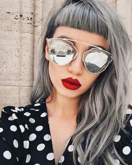 Graue Haare fur Langhaarfrisuren Wir empfehlen, die genannten langen Frisuren mit der einen oder anderen Art von Pony mit modischen Farben zu spielen, die Ihrem Bogen aufgrund der Eigenschaften der Technik, die Sie mögen, einen leichten Chic verleihen.