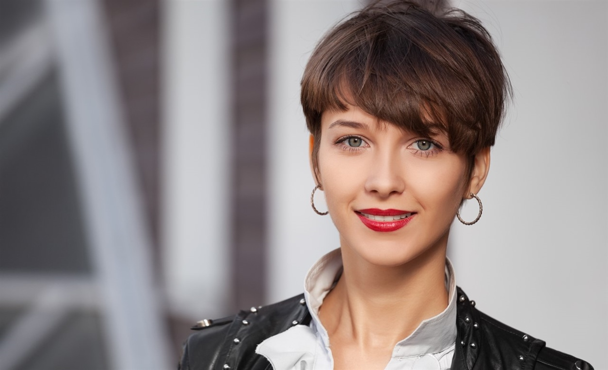 Growing Out Pixie Hairstyles  The length of the haircut should not exceed the forehead length. Otherwise it's already a long Pixie. Long Pixie haircuts can be worn well by women with round faces as the face is elongated.