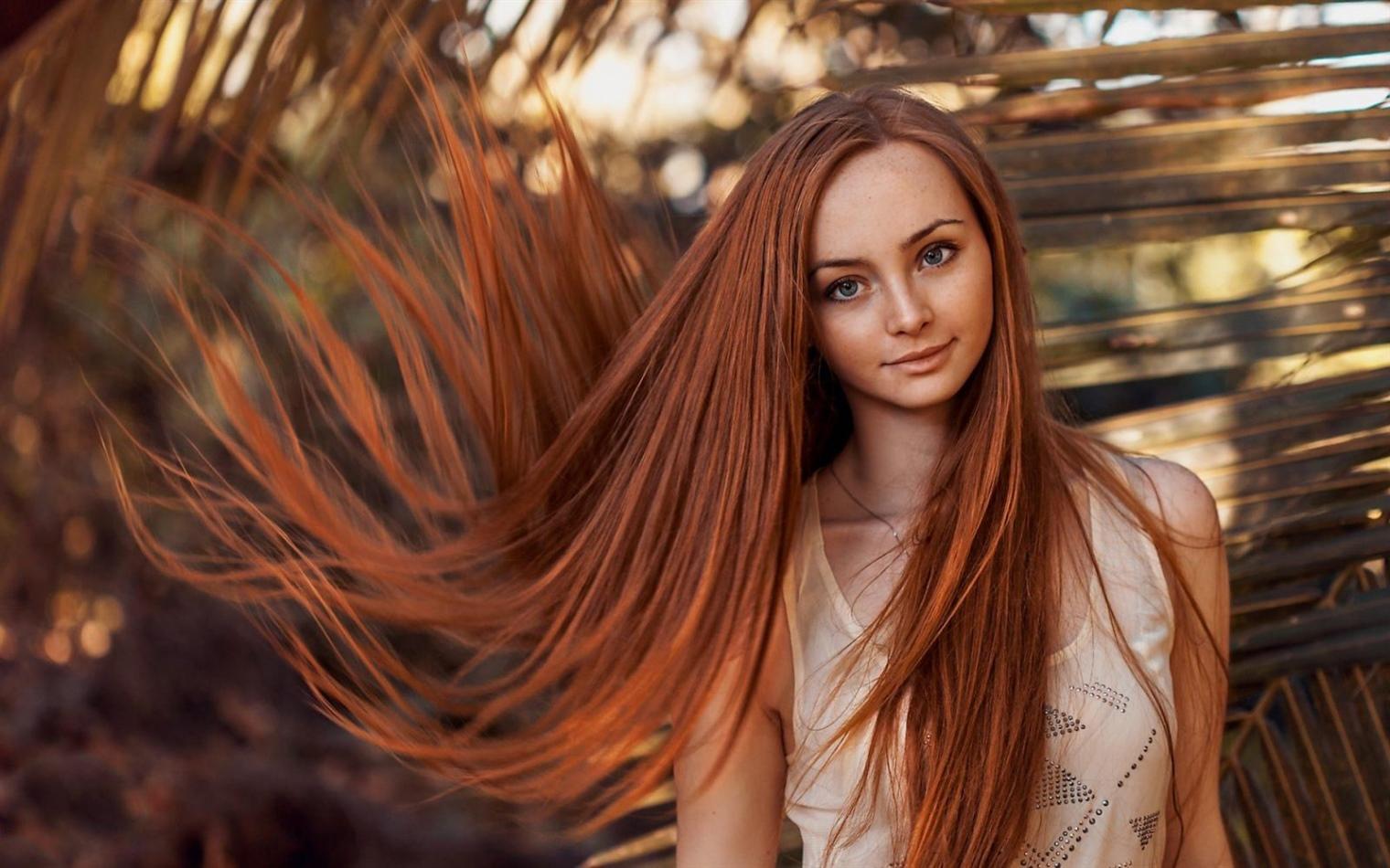 Haarfarben Trends 2020-2021 fur Langes Feines Haar Kupfer - Starke Kupferfarben werden mit helleren Glanzlichtern verwendet. Dieser Effekt erzeugt das Gefühl von frischem und jugendlichem Haar.