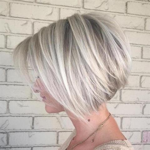 Kurze Frisuren Frauen Fur Dunnes Haare  Die einzige Grenze für das Stylen von kurzen Haaren ist Ihre Vorstellungskraft. Unsere besten Kurzhaarfrisuren zeigen, wie hoch sie fliegen können!