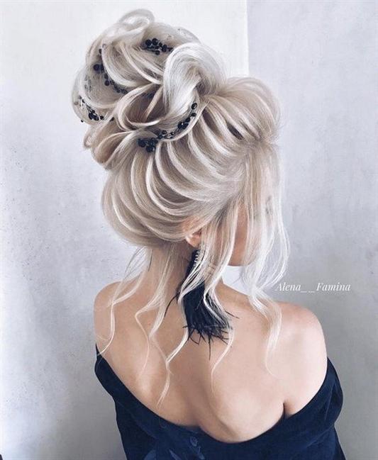Lange Haare Frisuren Mit pony  Die komplexesten, ungewöhnlichsten Frisuren für langes Haar sehen bei richtiger Pflege charmant aus. Die tägliche Haarpflege sollte gemäß mehreren Empfehlungen durchgeführt werden.