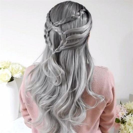 Langhaarfrisuren Wunderbar Locken Wenn Sie leicht aussehen möchten, sind verspielte, weibliche, lange Frisuren in einer Kaskadentechnik genau das Richtige für Sie: geschichtet, abgestuft, zerrissen, mehrstufig.
