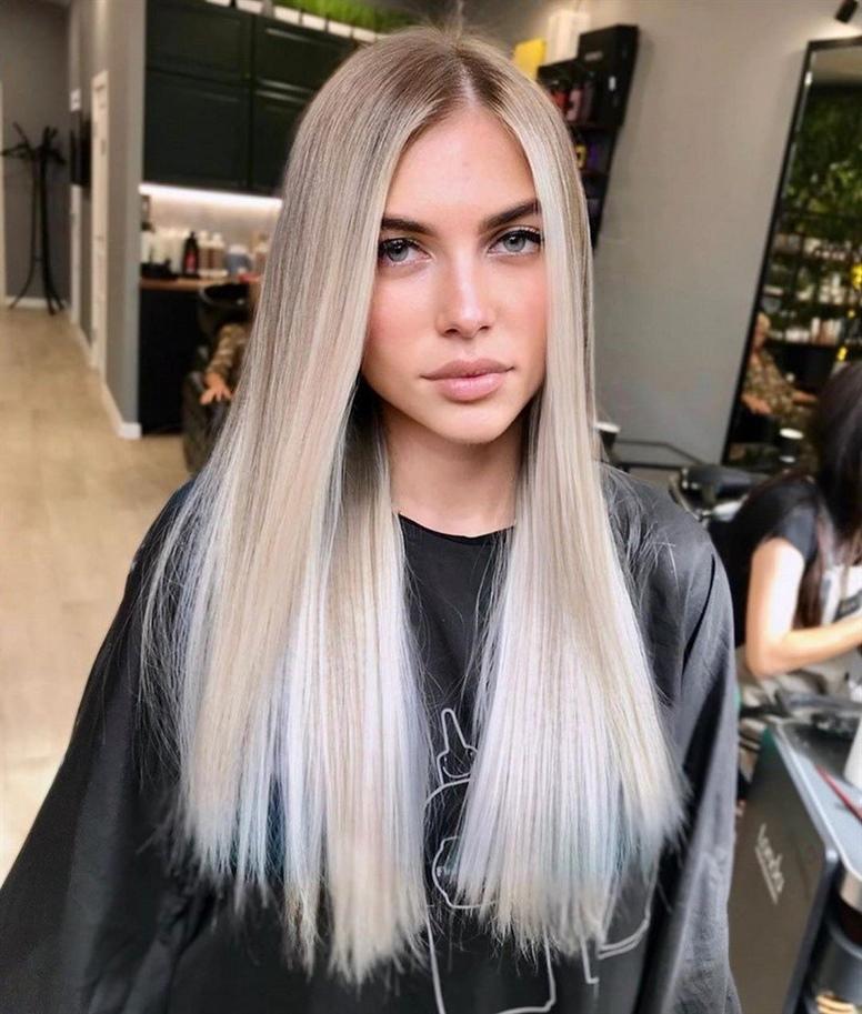 """Neue Lange Haare 2020 Eine neue Technik für langes Haar ist das Schichten, das mit dieser bestimmten Länge der Strähne """"perfekt"""" funktioniert und das Aussehen der Damen ausdrucksstark und sinnlich macht. Die Überlegenheit eines mehrschichtigen langen Haarschnitts macht sich besonders bei feinem Haar bemerkbar, das sich buchstäblich in einen langen mehrschichtigen Haarschnitt verwandelt. Kleine Wellen und Locken oder glattes Haar in einem geschichteten Haarschnitt werden sich als ebenso großartig herausstellen."""