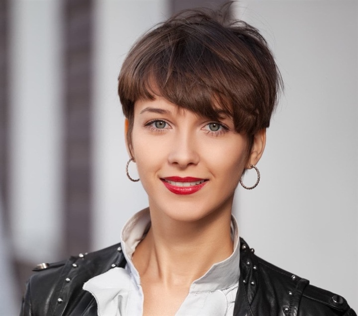 Short Hairstyles For Thin Hair 2020  Short to medium length hairstyles are the best choices for thin hair. Short haircuts not only add volume to the hair, but also help lock in even more moisture in the hair.
