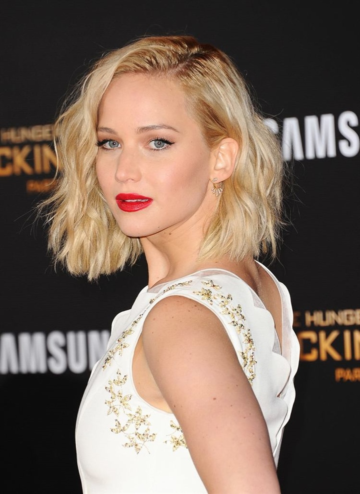 Short Hairstyles For Thin Hair and MidLenght Hair  Asymmetrical bob or pixie hairstyles are just some of the great suggestions for fine hair. If you still want long hair, you can opt for a long bob or a short LOB. The hair extends to the collarbone.