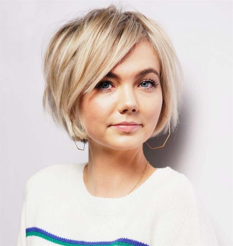 Structured Bob Hairstyles for Blonde The chin-length bob is a particularly trendy and versatile cut. The almost messy appearance does not affect the exceptional elegance.
