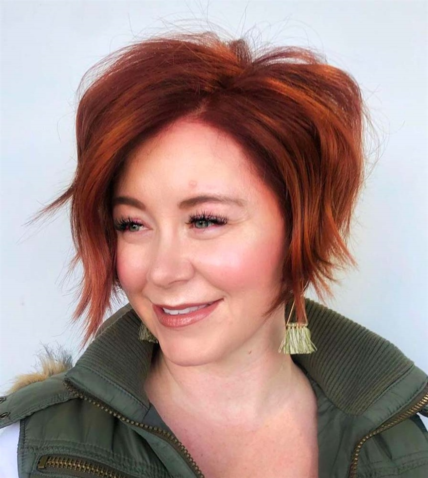 Textured Bob Hairstyles for Red Hair It is a structured Bob that gives extreme volume to the hair. Gracefully frames the face, improving the appearance of ultra-thin hair.