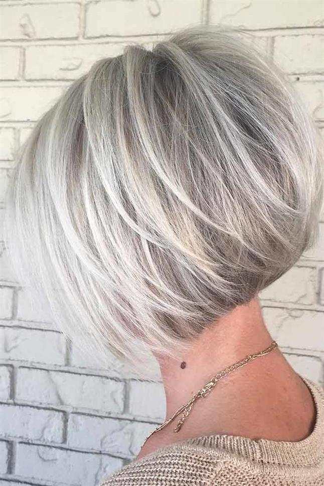 Trendige Kurzhaarfrisuren Damen Geschichteten Bob  Wenn Sie bereit sind, diesen Sommer zu kurz zu kommen, haben wir die Optionen für niedliche Frisuren und Stile, nach denen Sie gesucht haben. Angesichts der hohen Anforderungen von Frauen in diesen Tagen ist es verständlich, warum Frauen auf der Suche nach einer einfachen Frisur für kurzes Haar sind.