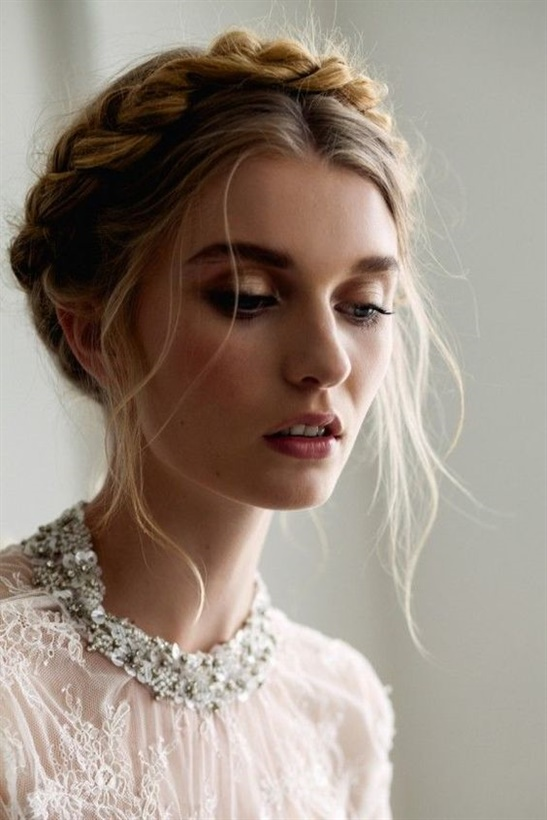 Wedding Hairstyles Braid Half Up  This classic model is suitable for any face structure and is stylish and simple. Some women may seek out elegance. If you're looking for a more natural look, you can use a large colorful flower to decorate the updo.