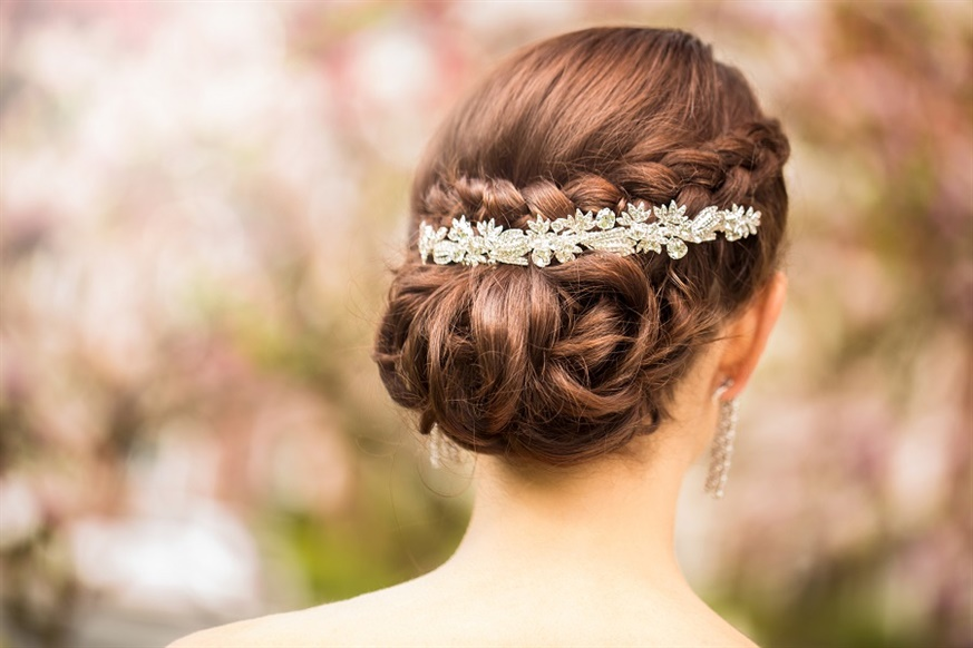 Wedding Hairstyles Bun  One of the most popular hairstyles for brides is chignon-style updos, or low buns. They are a good option as they are elegant, elegant and very feminine. It is one of the classic options that never goes out of style.