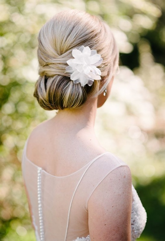 Wedding Hairstyles Chignon  This type of chignon has been very trendy for several seasons and is very easy to apply. It can make you look great if you pair it with beautiful earrings or a necklace.
