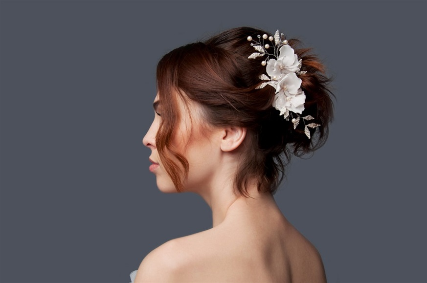 Wedding Hairstyles Classic Updo Idea  Always trendy, updo bridal hair is indispensable for women. Its elegant and stylish appearance reflects elegance.