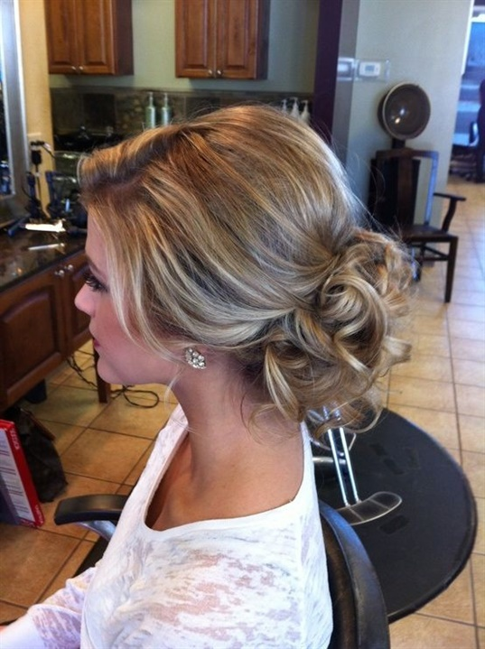 Wedding Hairstyles Curly Down  For semi-collected hair, trends mainly propose to wear curly or slightly wavy hair and include clips or flower arrangements. Strands of turned hair are also used a lot.