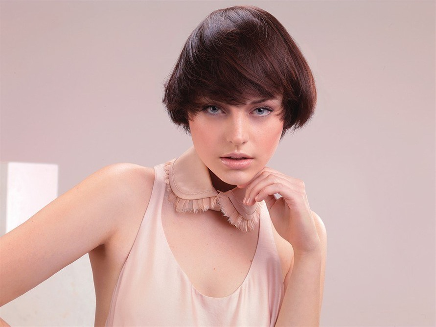 Best Short Hairstyles For Fine Hair  Short hair is very trendy. Young girls now prefer short haircuts.