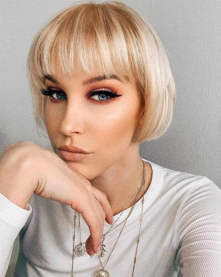 Best Short Hairstyles with Bangs for Thin Hair  Do you think your hair is different? Try to leave a bang. Short hairstyles blend very well with bangs. Makes your hair look more groomed.