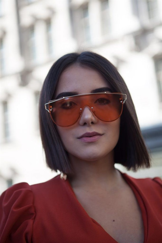 Medium Length and Straight Bob Hairstyles With the optimal haircut, you can quickly bring the right dynamics to half-length hair - with or without bangs or colored highlights.