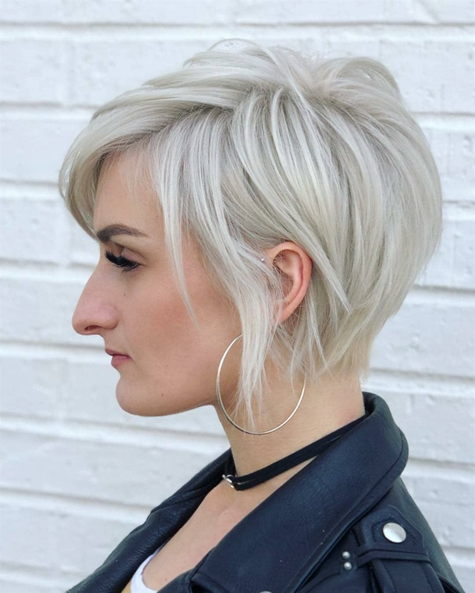Short Bob Hairstyles Blonde Female Trendy  Slowly lower your hair to ear level. Hair cut at ear level with the bob style model looks very stylish.