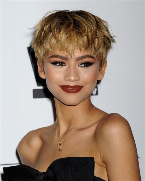 Short Hairstyles 2020 2021 Trends  The most fashionable haircuts for short hair are beyond age. It is a mistake to think that they are suitable only for young beauties with the appearance of a Twiggy model. For example, a long pixie haircut is good for both 20s and 60s.