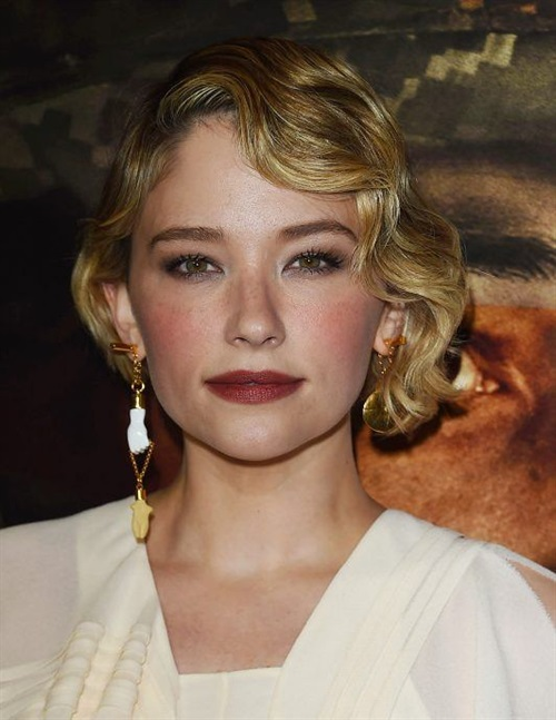 Short Hairstyles 2020 2021 for Wavy Hairs  Some celebs love to wear trendy short hairstyles on wavy hair. If your hair is naturally curly, a short cut will make you look particularly cute and feminine.