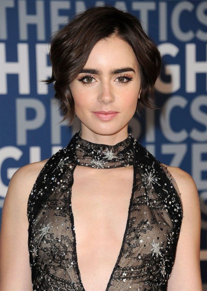 Short Hairstyles 2020 for Round Faces  You can try this model that does not close your eyes to show your facial beauty. The waves are slightly at ear level. It is a very stylish and nightly hairstyle.
