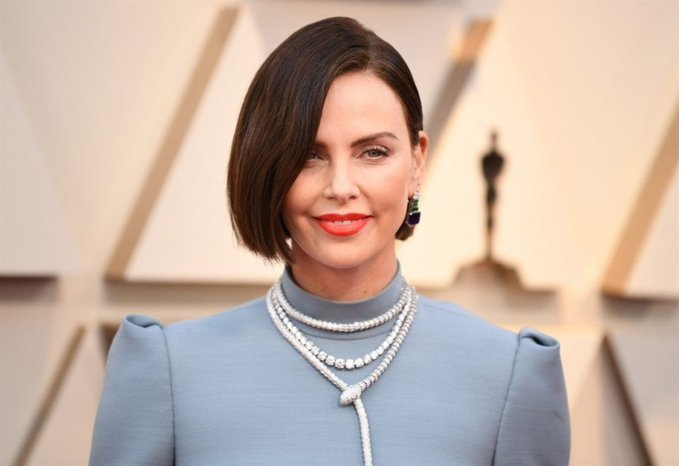 Short Hairstyles Swept off the Face  Bob models that cover half of the face are very popular. Try this model, which is preferred very often in special days or business meetings.