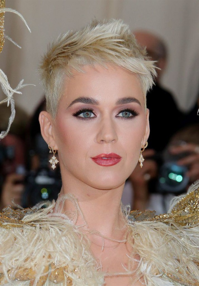 Short Hairstyles for Blond and Very Short Haircut  If you have a colorful life like Katy Perry, you can make your hair like hers. It is a nice transition model for women who are constantly changing in Style.