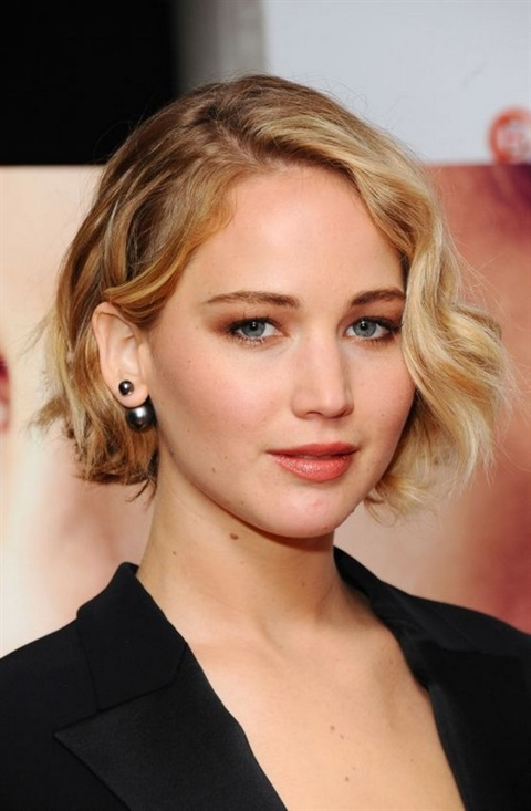 Best Bob Hairstyles for 2020 For those who do not know how the bob hairstyle should be from the front and back, we explain: The features of the classic version are elongated locks close to the face and shorter fringes.