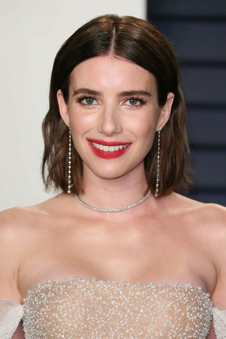Bob Layered Hairstyles 2020 White skinned girls can embrace medium length bob with natural waves.