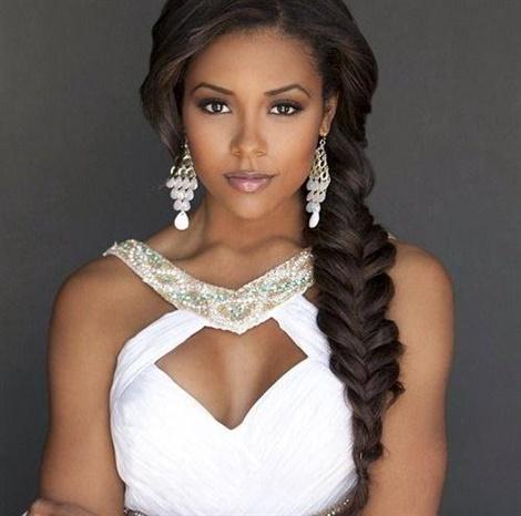 Brautfrisuren 2020 Geflochten Lange Haare  Die Fischgrätenfrisur passt sehr gut zu schwarzen Frauen. Wenn Ihr Haar lang ist, stricken Sie Ihr Haar von oben nach unten, um diesen Look zu erhalten.