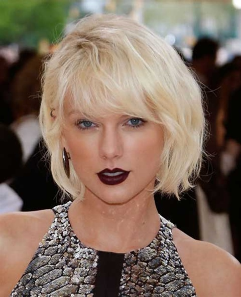 Messy Bob Hairstyles 2020 If you want Taylor Swift messy too, this haircut is for you. The messy bob haircut will make you look relaxed.