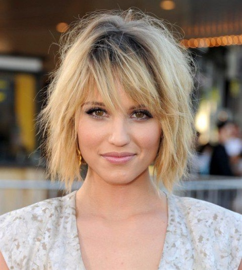 Messy Bob Hairstyles for Round Faces The average bean cut for medium hair 2020 is the most versatile and common, because the average bean not only allows you to create beautiful hairstyles, but also offers many other options for coloring and coloring hair, as well as stylish hairstyles for every day and on special occasions.