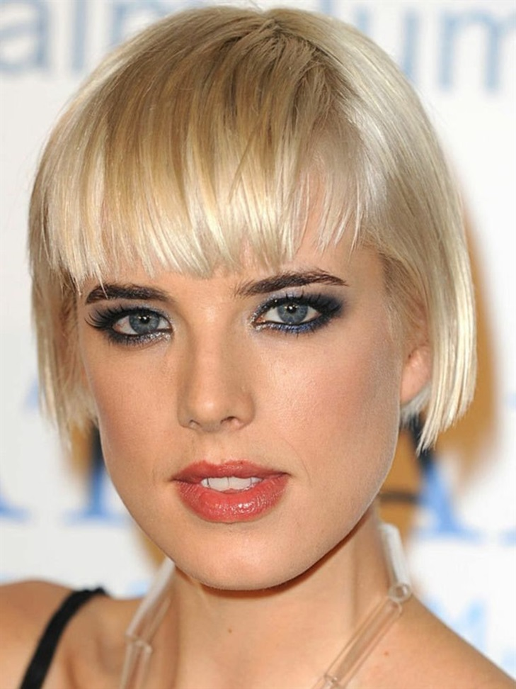 Short Bob Hairstyles 2020 with Bangs  This bob hairstyle is also ideal for women with short hair. This model shaped with bangs makes you look stylish.