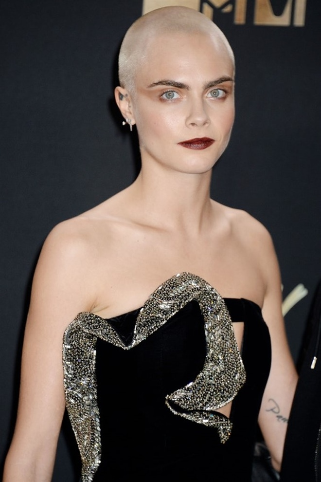Short Hair Trends 2021 Cara Delevinge Bald  Cara looks very stylish with her very short hair. It may be an idea for you for the year 2021.