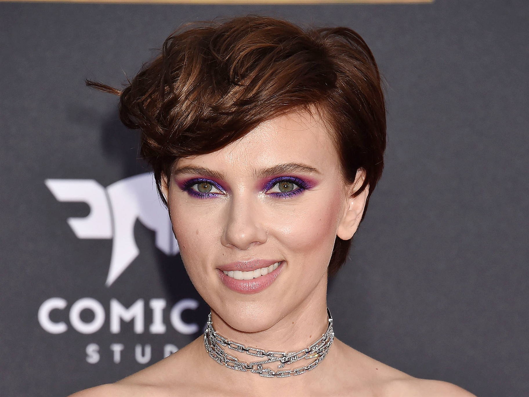 Short Hair Trends Scarlett Johansson  Filling at the top like Scarlett Johansson This hairstyle is a great choice for you with heavy hair. Your natural fullness and any fall in the hair helps to create the look for this hairstyle, which has lengths at the top and keeps sides and neck short. Take the curling iron when you want to style the hairstyle a little extra. Also try a trendy wet look for festive occasions, this hairstyle will suit well.