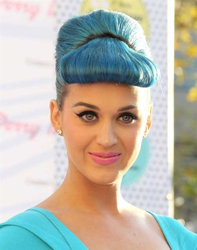 Colored Hairstyles with Bangs Katy Perry Certainly not everyone can make blue hair and bobbed bangs look good, but singer Katy Perry can.