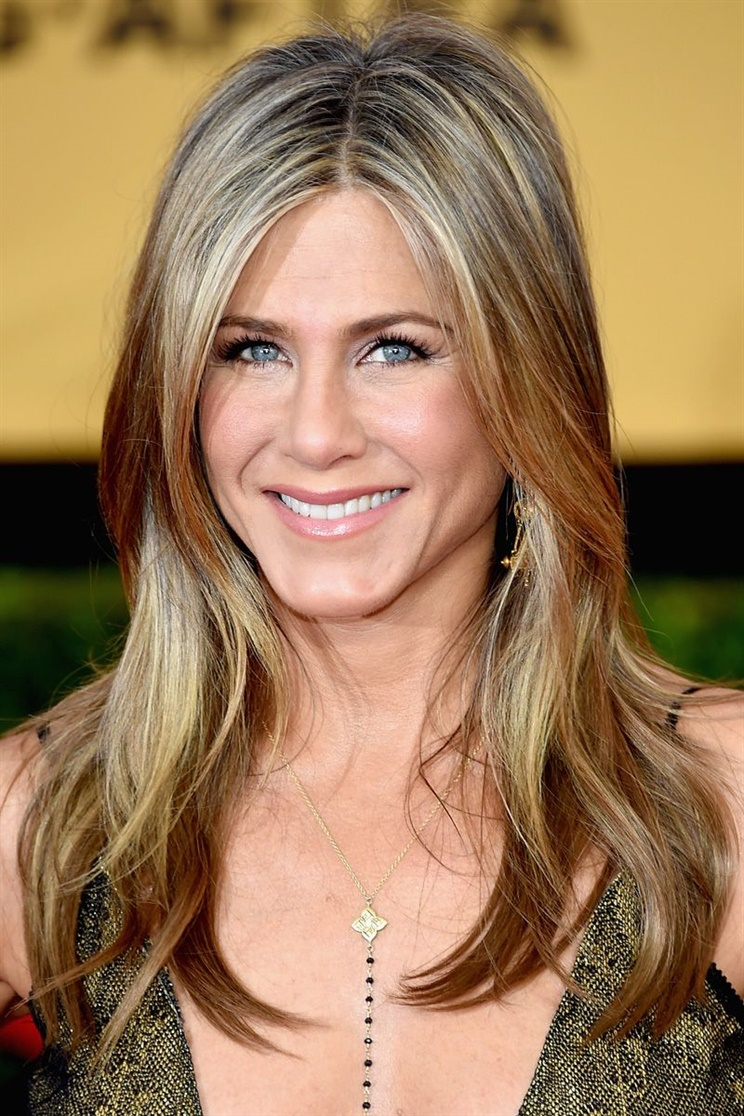 Long Hairstyles Jennifer Aniston Although Jennifer Aniston gets older, she continues to be a model for new generations with her hair and posture. Try the layered cut hairstyle.