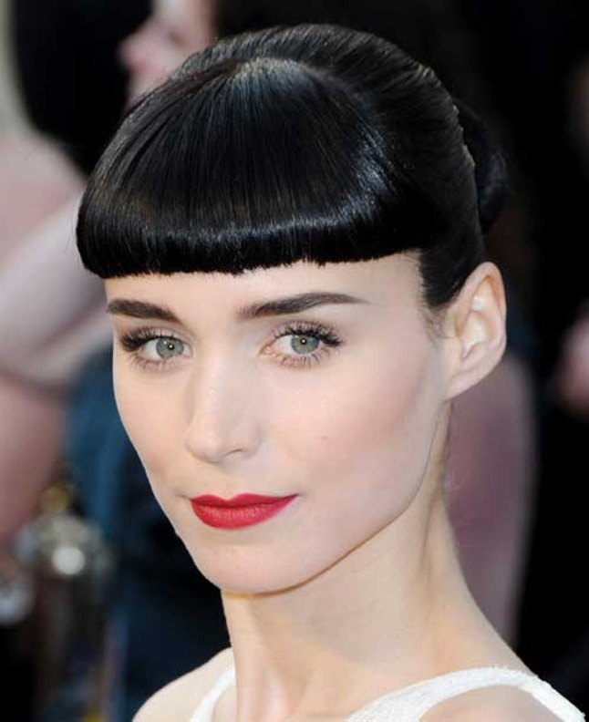 """Retro Hairstyles with Bangs 2020 Rooney Mara became known for her role in the American version of """"Men Who Hate Women"""". Here she cultivates the retro look, where the forehead hair is short and cut just above the forehead."""