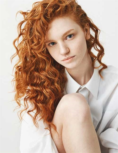 Messy and Curly Hairstyles 2021