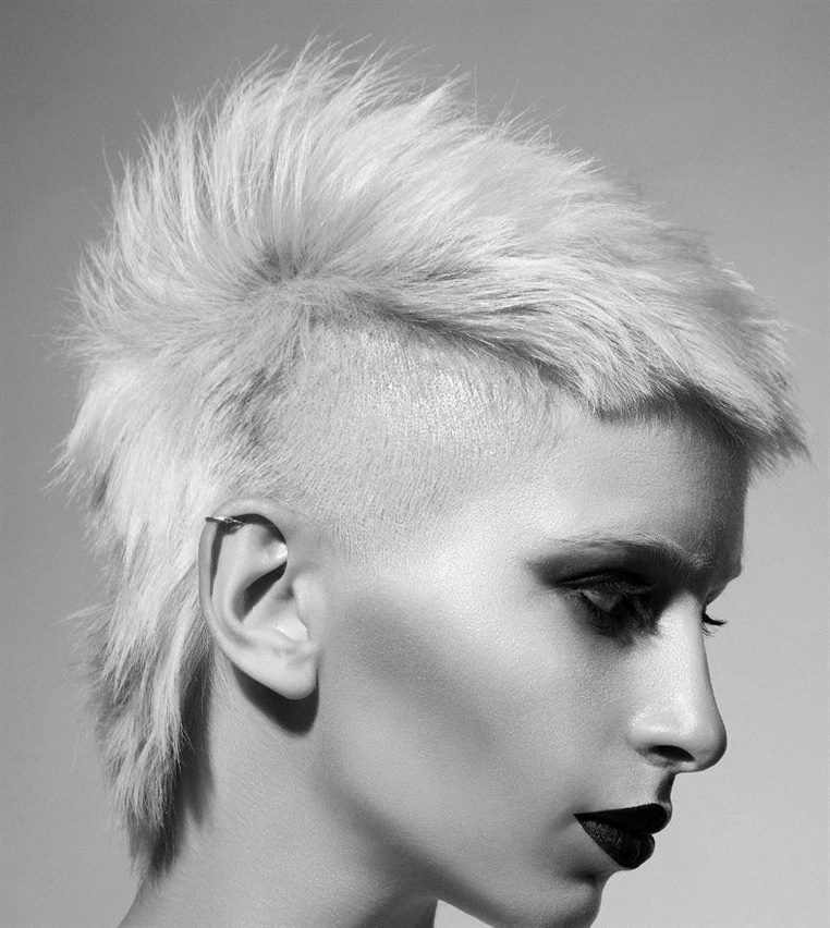 New Short Hair Style Punky  Let's take a look at the extreme hairstyle. Mohawk hair style will be a big change for you.